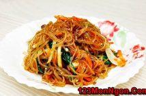 Cách làm miến trộn Hàn Quốc lạ miệng mà rất thơm ngon hấp dẫn cho bữa sáng đầu tuần