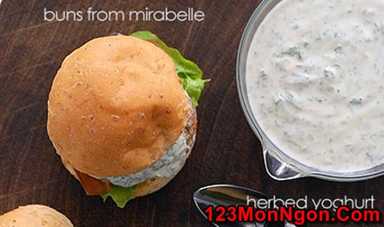 Cách làm món bánh Hamburger sốt sữa chua đặc biệt thơm ngon hấp dẫn cho bữa sáng phần 6
