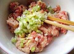 Cách mà món củ sen nhồi thịt rán giòn ngon thơm lừng đổi vị cho bữa cơm hằng ngày phần 3