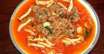 Hướng dẫn cách làm món bò sốt nấm cà chua thơm ngon đậm đà cho bữa cơm ấm cúng cuối tuần