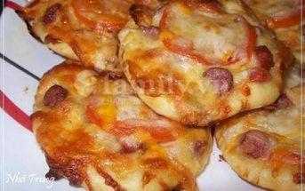 Cách làm bánh Mini Pizza xúc xích thơm ngon đẹp mắt chiêu đãi cả nhà ngày cuối tuần