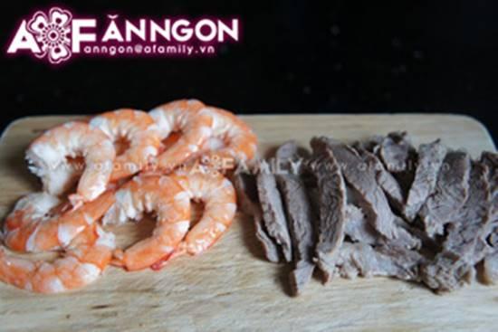 Cách làm bún cuốn tôm thịt thơm ngon đơn giản cho bữa trưa văn phòng phần 3