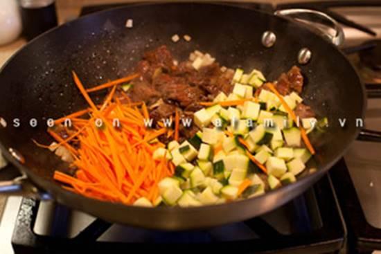 Cách làm món bò xào rau củ kiểu Hàn Quốc ngon lạ thật hấp dẫn đổi vị cho cả nhà phần 7