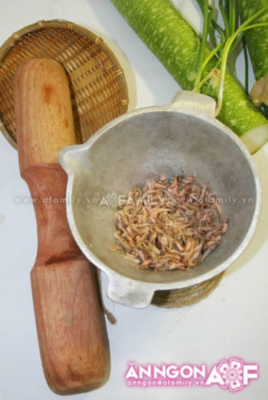 Cách làm món canh bầu nấu tép ngon ngọt mát lành cho bữa cơm trưa hè phần 2