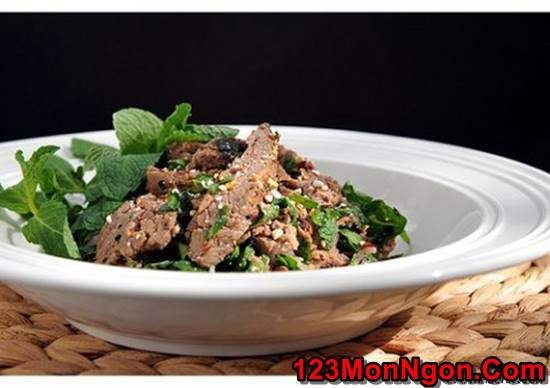 Cách làm món salad bò nướng chua cay thơm ngon đổi vị cho ngày cuối tuần phần 1