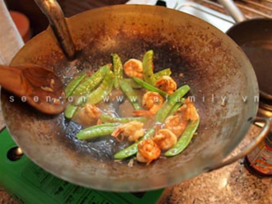 Cách làm món tôm xào đậu Hà Lan thơm ngon mà nhanh gọn cho thực đơn hằng ngày phần 7