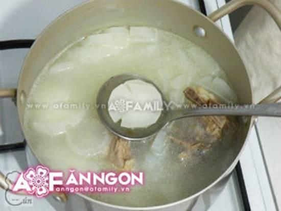 Cách nấu canh củ cải hầm xương ngọt mát thơm ngon cho bữa cơm ấm cúng ngày đông phần 8