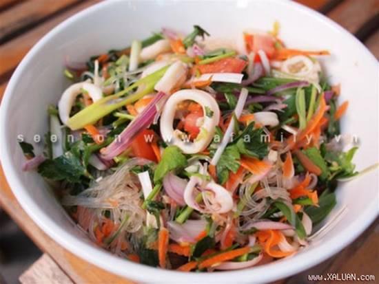 Công thức làm salad miến hải sản chua ngọt thơm ngon cho thực đơn ngày hè phần 1