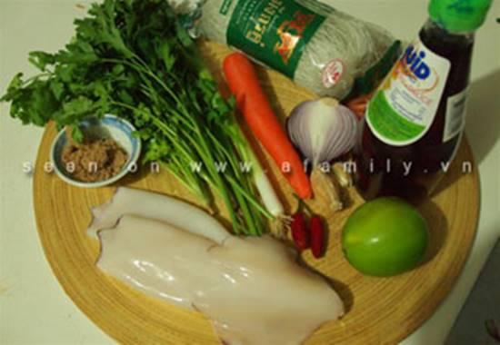 Công thức làm salad miến hải sản chua ngọt thơm ngon cho thực đơn ngày hè phần 2