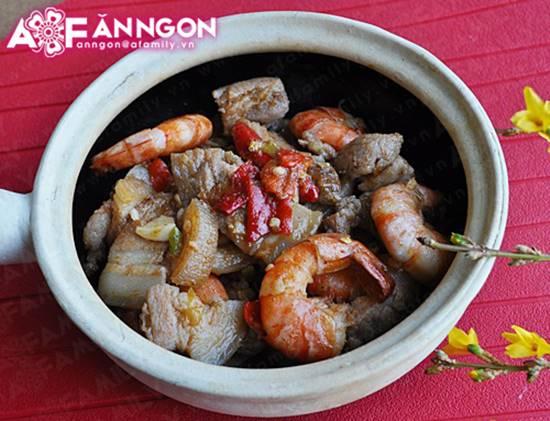 Cách nấu tôm kho thịt kiểu Huế đậm đà thơm ngon cho ngày se lạnh phần 1