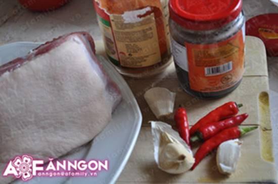 Cách nấu tôm kho thịt kiểu Huế đậm đà thơm ngon cho ngày se lạnh phần 2