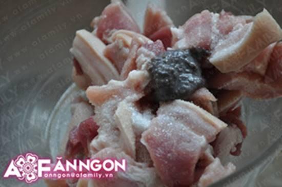 Cách nấu tôm kho thịt kiểu Huế đậm đà thơm ngon cho ngày se lạnh phần 3