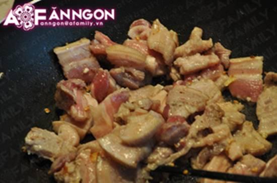 Cách nấu tôm kho thịt kiểu Huế đậm đà thơm ngon cho ngày se lạnh phần 9