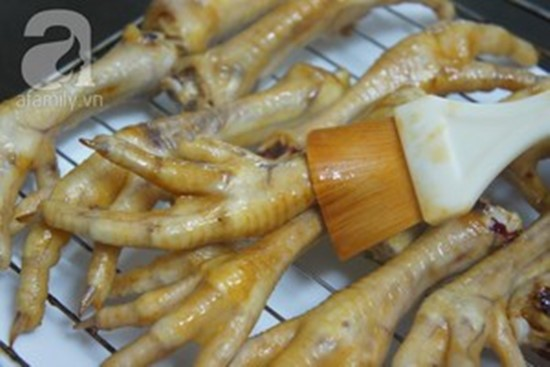 Cách làm món chân gà nướng mật ong giòn ngon thơm lừng nhâm nhi ngày Tết phần 9