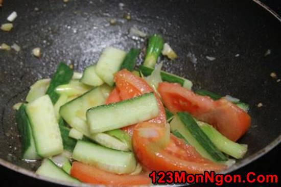 Cách làm món thịt bò xào dưa leo cà chua thơm ngon đậm đà không ngán phần 6