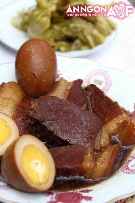 Cách làm món thịt heo kho trứng quen thuộc hấp dẫn cực ngon cho ngày Tết phần 1