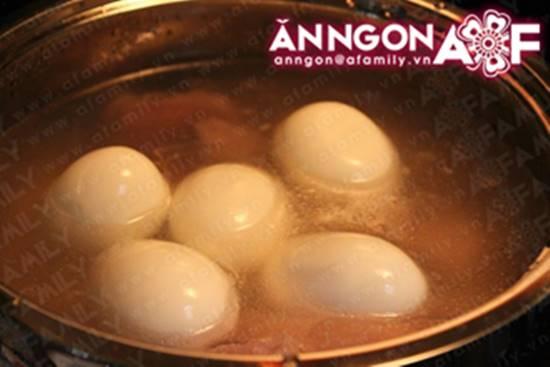 Cách làm món thịt heo kho trứng quen thuộc hấp dẫn cực ngon cho ngày Tết phần 11