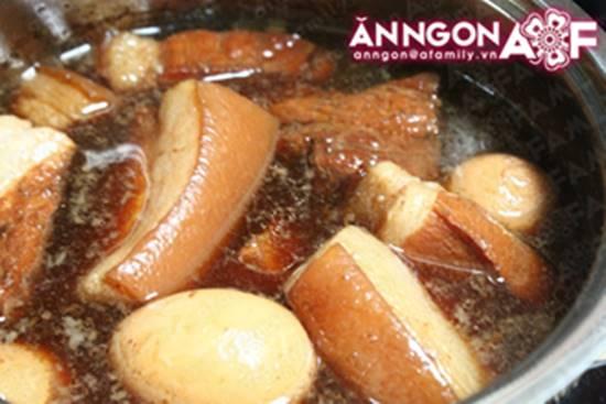 Cách làm món thịt heo kho trứng quen thuộc hấp dẫn cực ngon cho ngày Tết phần 12