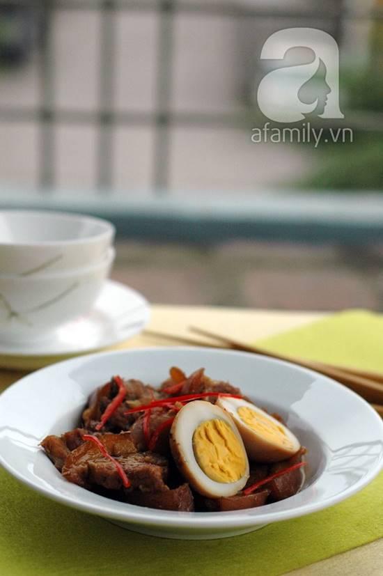 Cách làm thịt heo quay kho trứng đậm đà thơm ngon cho bữa cơm tối phần 10