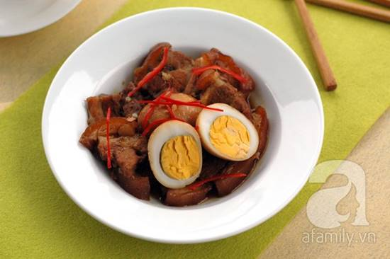 Cách làm thịt heo quay kho trứng đậm đà thơm ngon cho bữa cơm tối phần 11