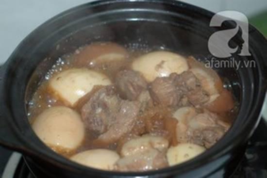 Cách làm thịt heo quay kho trứng đậm đà thơm ngon cho bữa cơm tối phần 8