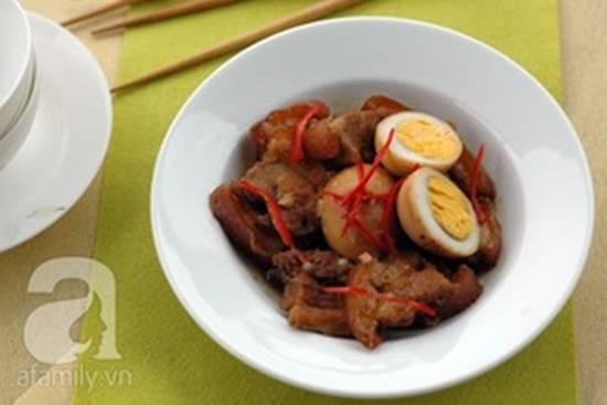 Cách làm thịt heo quay kho trứng đậm đà thơm ngon cho bữa cơm tối phần 9