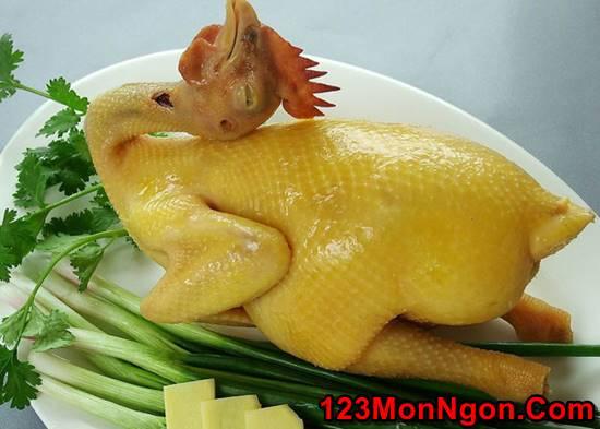 Cách luộc gà thơm ngon vàng ươm đẹp mắt cho mâm cỗ ngày Tết phần 1