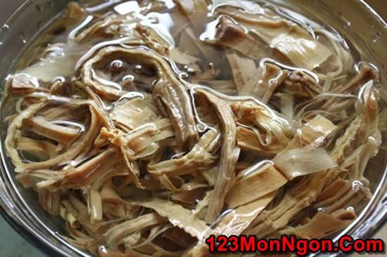 Cách nấu canh măng khô hầm xương nóng hổi đậm đà cực ngon cho ngày Tết phần 2