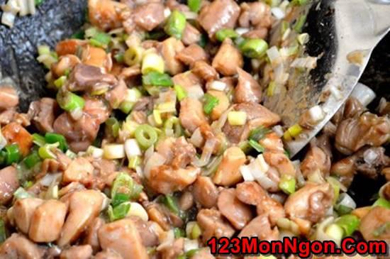 Cách nấu xôi gà hấp lá sen thơm dẻo hấp dẫn thật ngon đãi cả nhà ngày Tết phần 5
