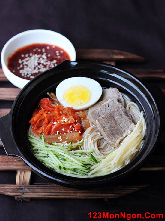 Cách làm mì lạnh Hàn Quốc đẹp mắt thơm ngon nhìn là mê phần 1