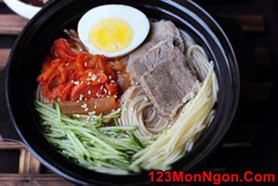 Cách làm mì lạnh Hàn Quốc đẹp mắt thơm ngon nhìn là mê phần 10