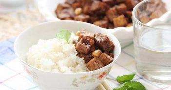 Cách làm món đậu phụ xào lạc giản dị nhưng thơm ngon đưa cơm