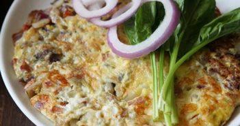 Cách làm món trứng chiên xúc xích mới lạ thơm ngon không ngán