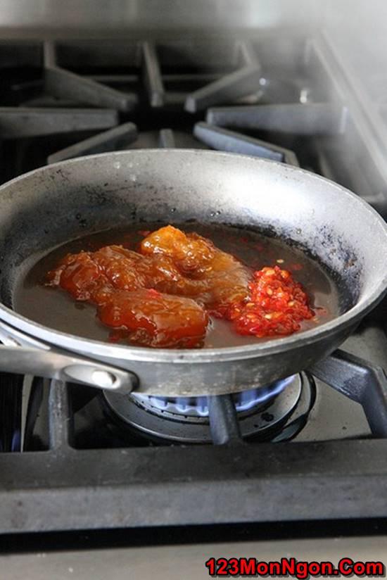 Cách làm món tôm chiên sốt chua ngọt nóng hổi lôi cuốn cho bữa cơm ngon ngày 8/3 phần 3