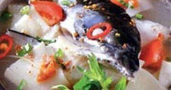 Cách nấu lẩu đầu cá hồi thơm ngon nóng hổi siêu hấp dẫn cho ngày lạnh