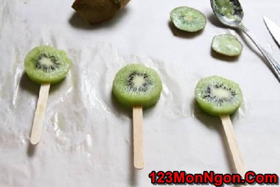 Cách làm kem kiwi bọc socola ngọt mát thơm ngon giải nhiệt ngày hè phần 4