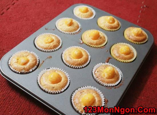 Cách làm bánh bông lan trứng muối đẹp mắt cực ngon không kém ngoài hàng phần 11